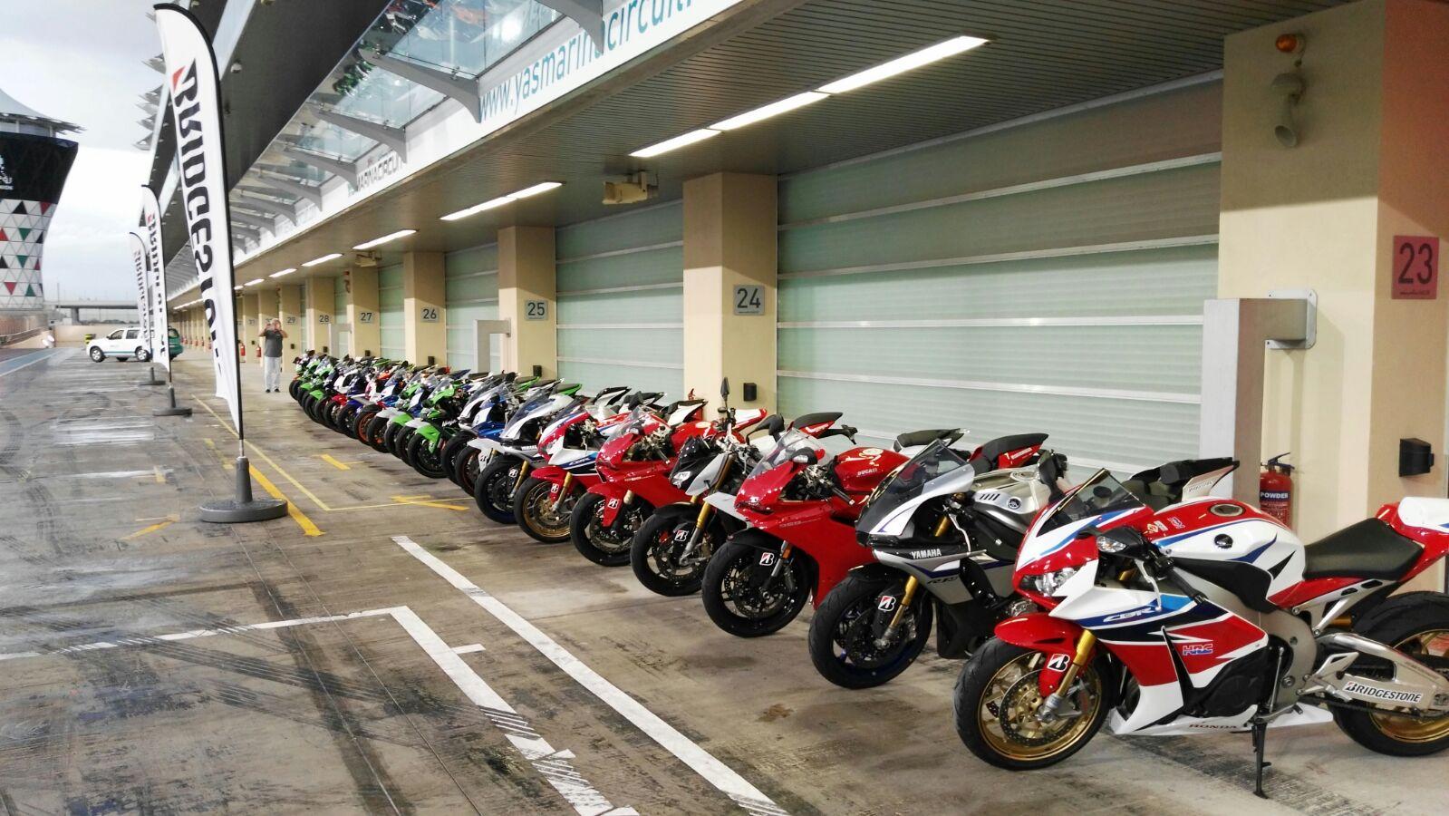 Neumoto  presentacin Bridgestone S21 Abu Dhabi,  Dubai  Circuito Yas Marina,